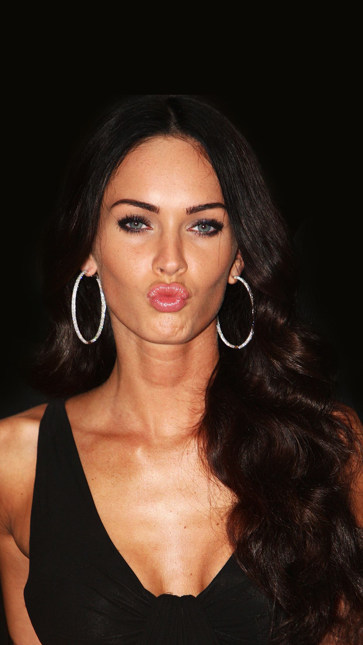 Car Logo Wallpapers For Mobile Hg89 Megan Fox Dark Cute Kiss Celebrity Papers Co