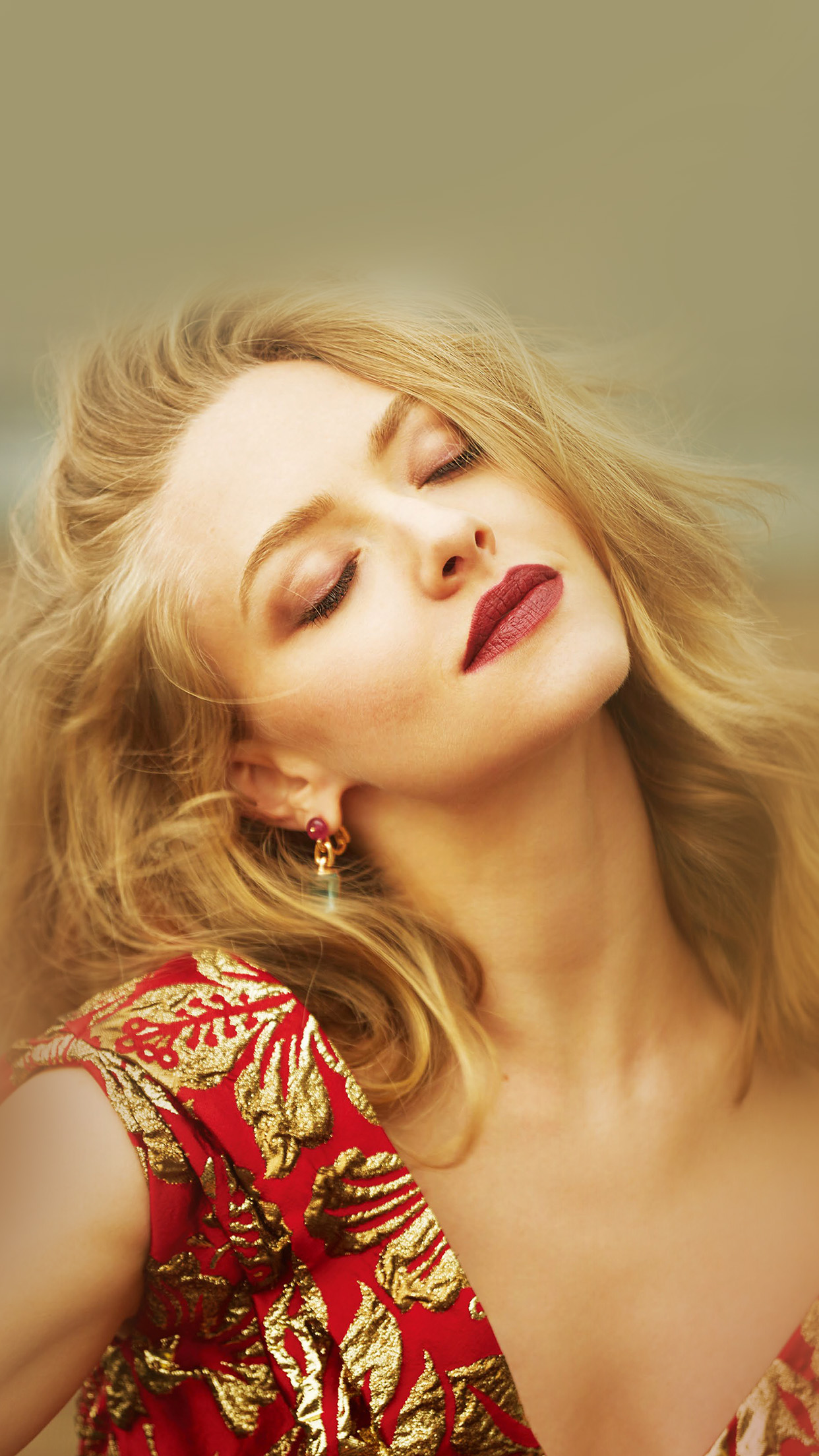 Gold Wallpaper Iphone 5 Papers Co Iphone Wallpaper Hk72 Amanda Seyfried