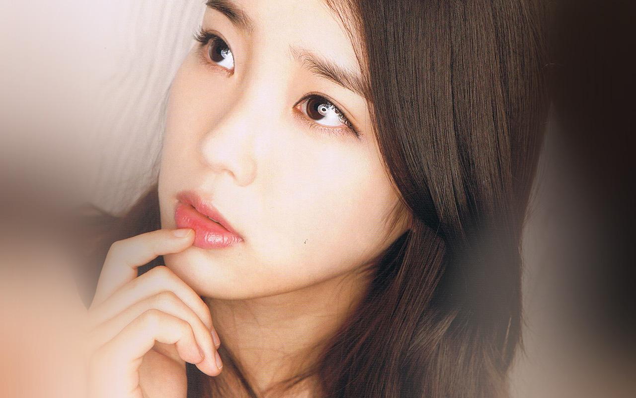 Wallpaper Of Sad Girl In Rain Hl65 Kpop Iu Girl Music Cute Wallpaper