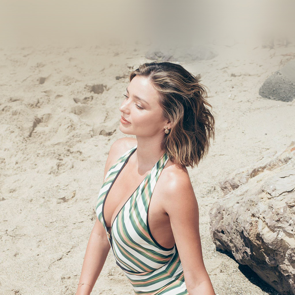 Droid X Girl Wallpaper Hn93 Girl Miranda Kerr Beach Summer Wallpaper