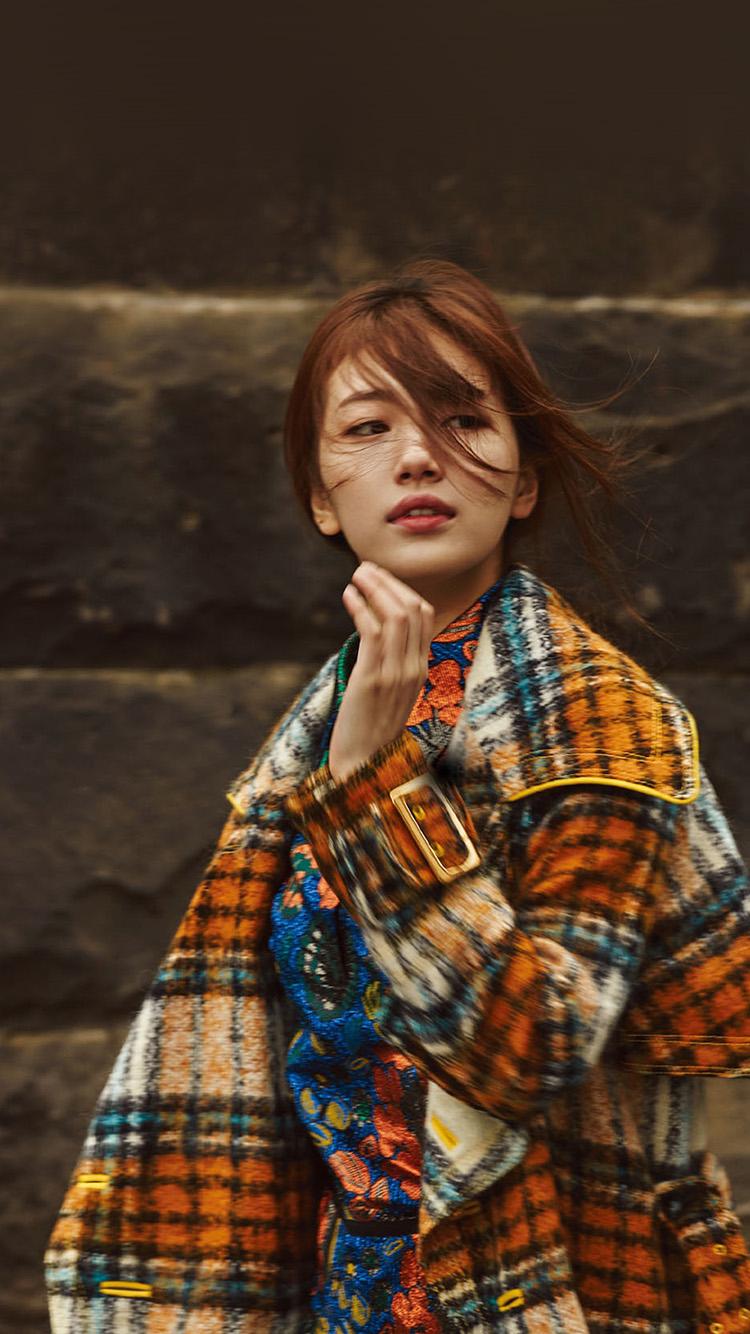 Droid X Girl Wallpaper Ho57 Suji Girl Walking Fall Kpop Asian Wallpaper