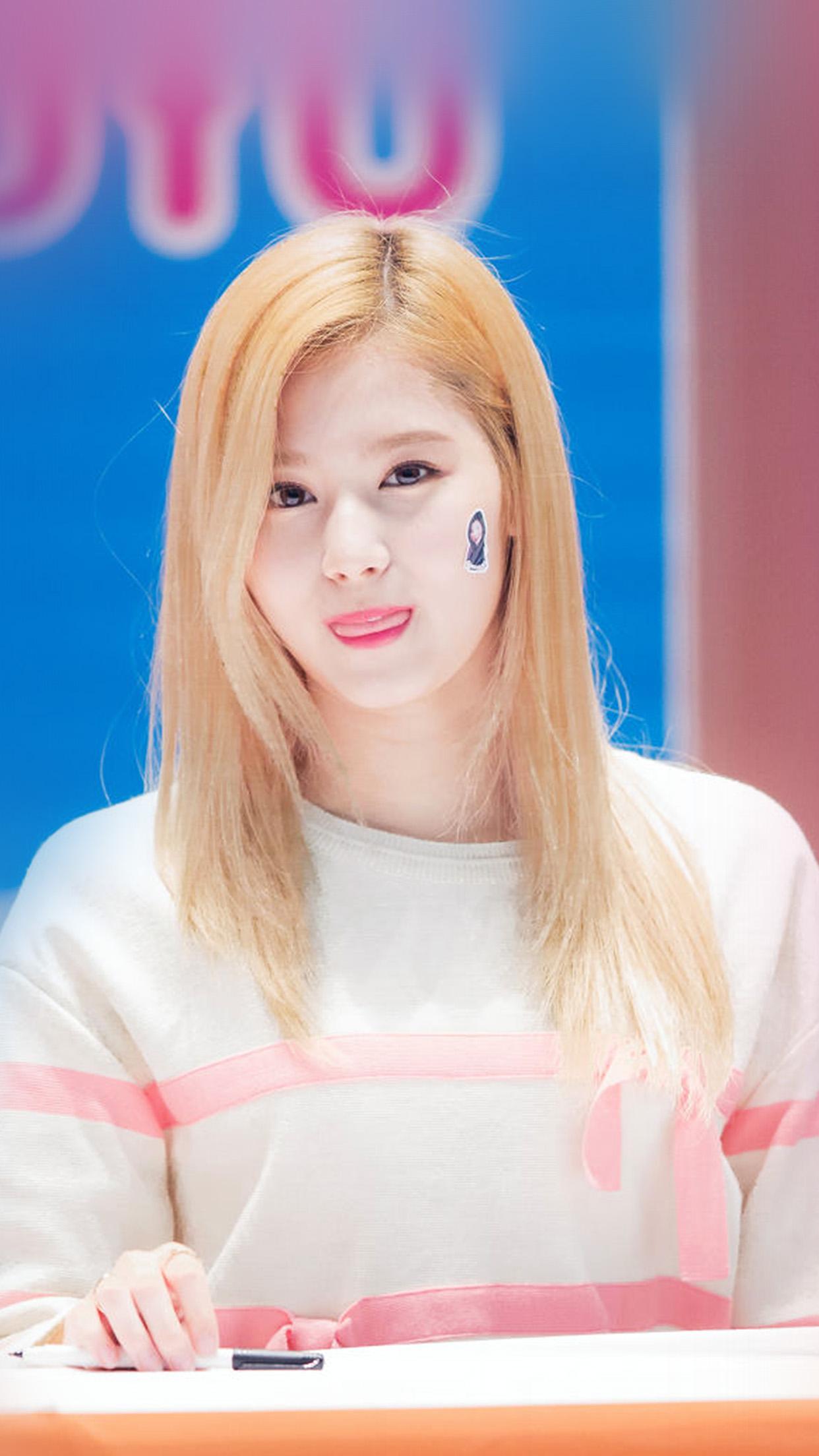 hp73-sana-twice-girl-kpop-group-cute-wallpaper