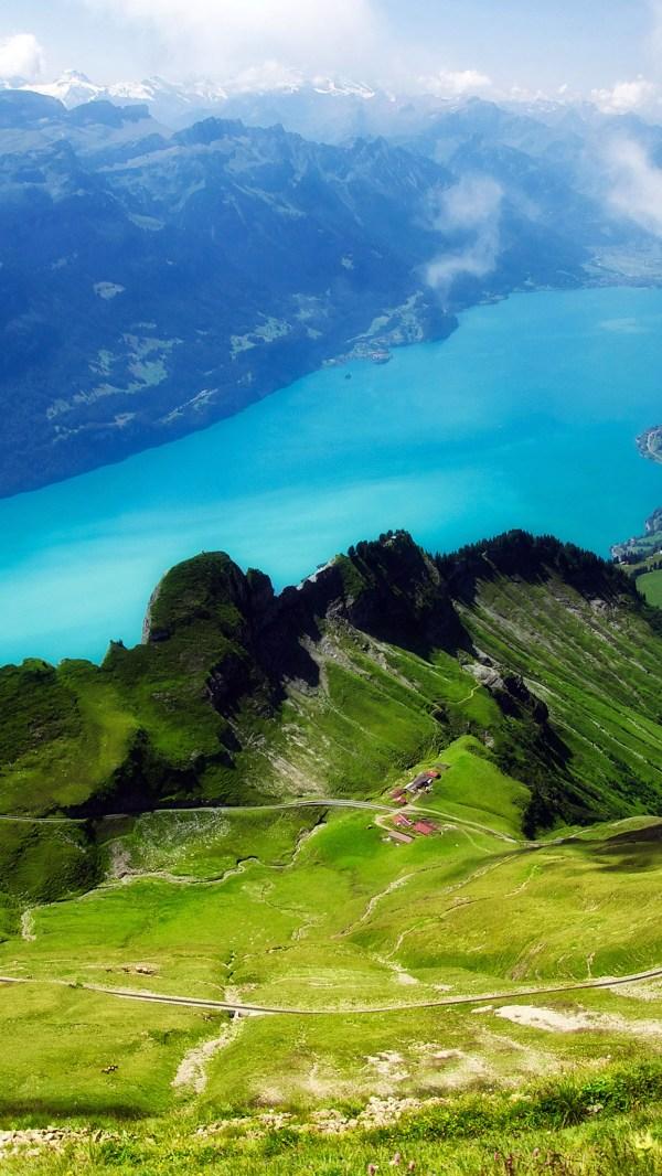 Mc34-wallpaper-emerald-lake-view-mountain