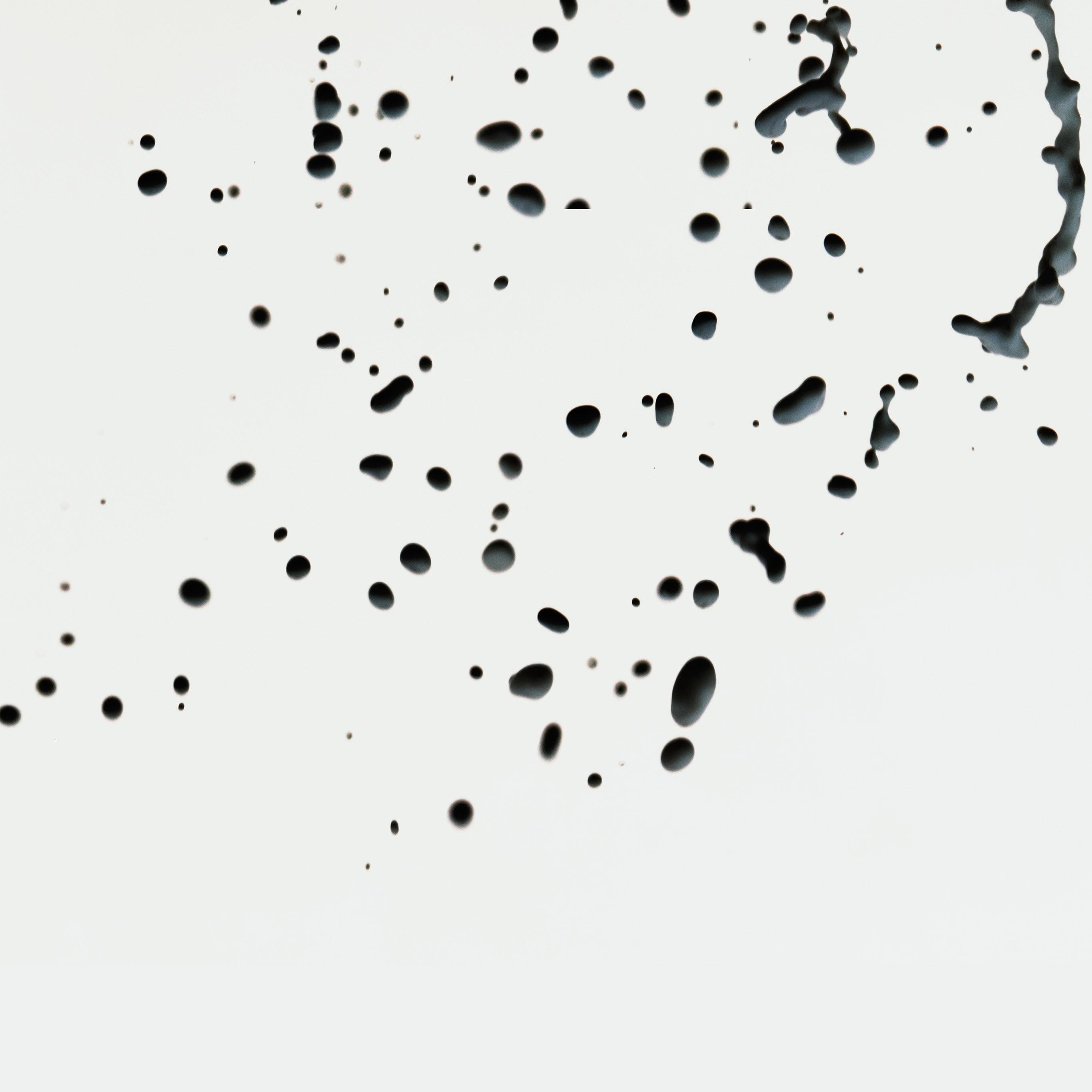 vm83-drops-white-watter-minimal-simple-pattern-wallpaper