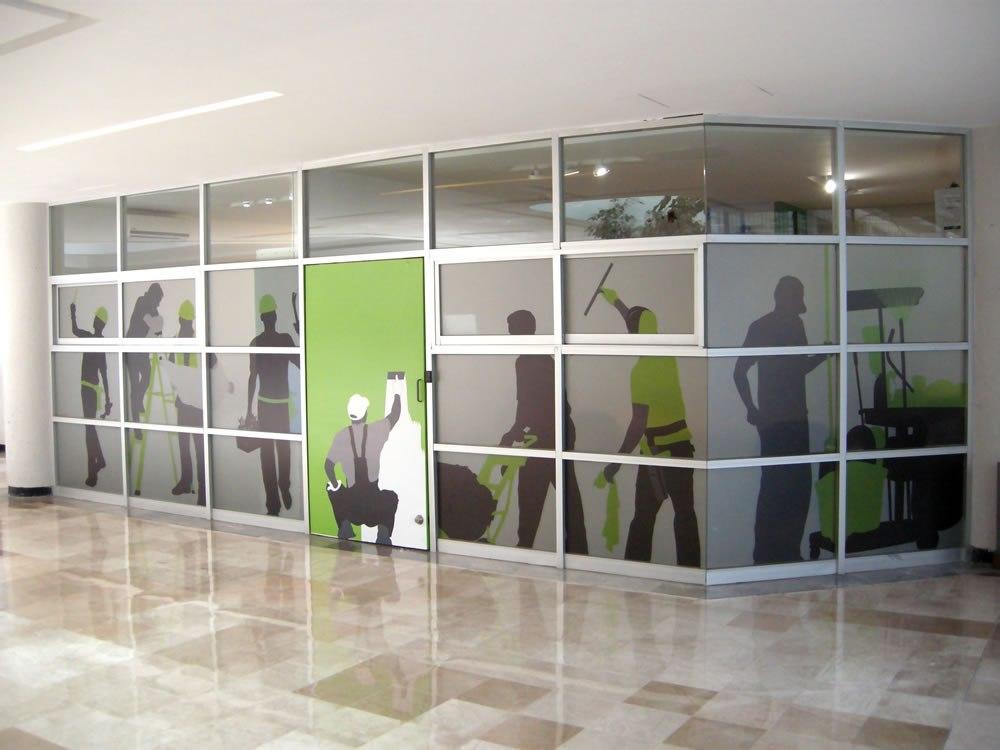 Diseño de fachada con recorte de vinyl