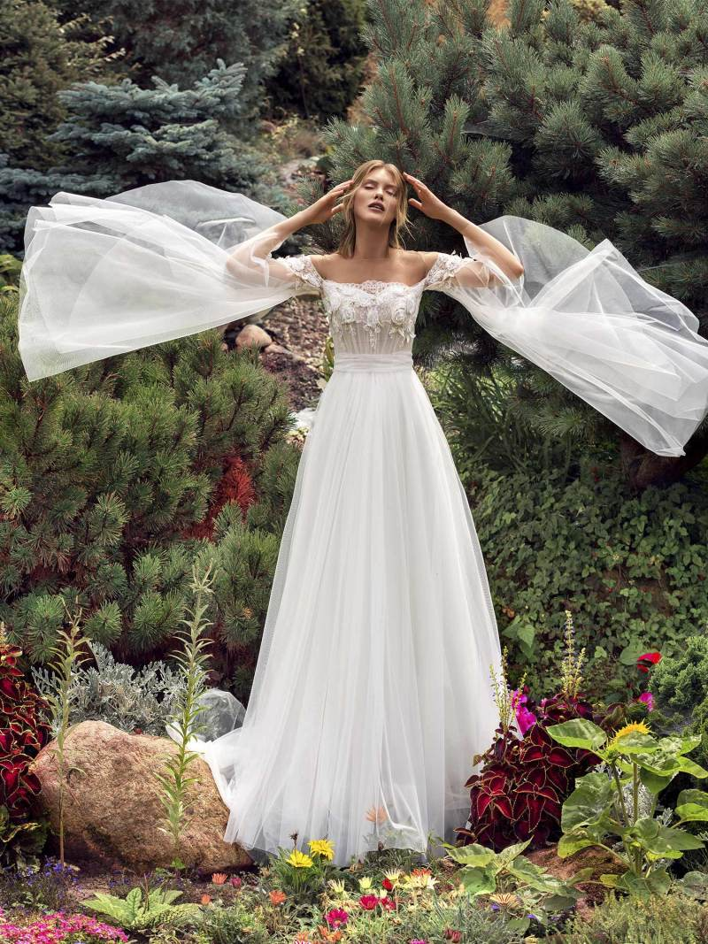 A-line wedding dress with trumpet sleeves
