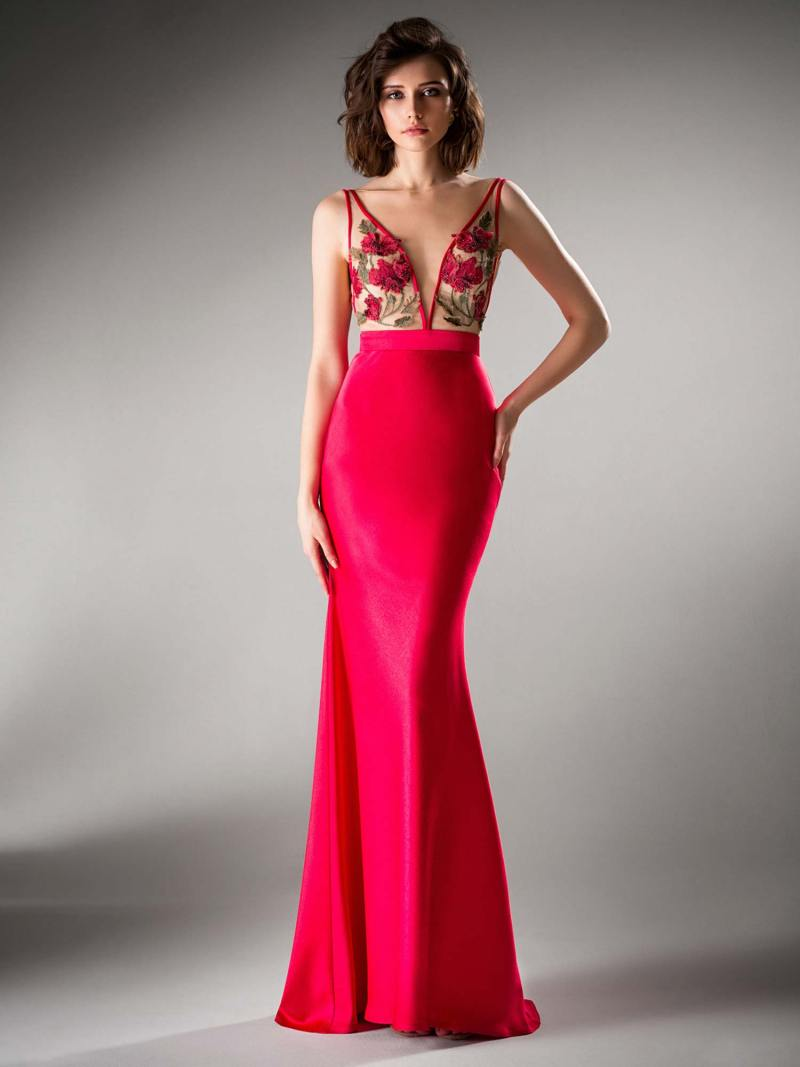Fitted evening gown with floral appliques