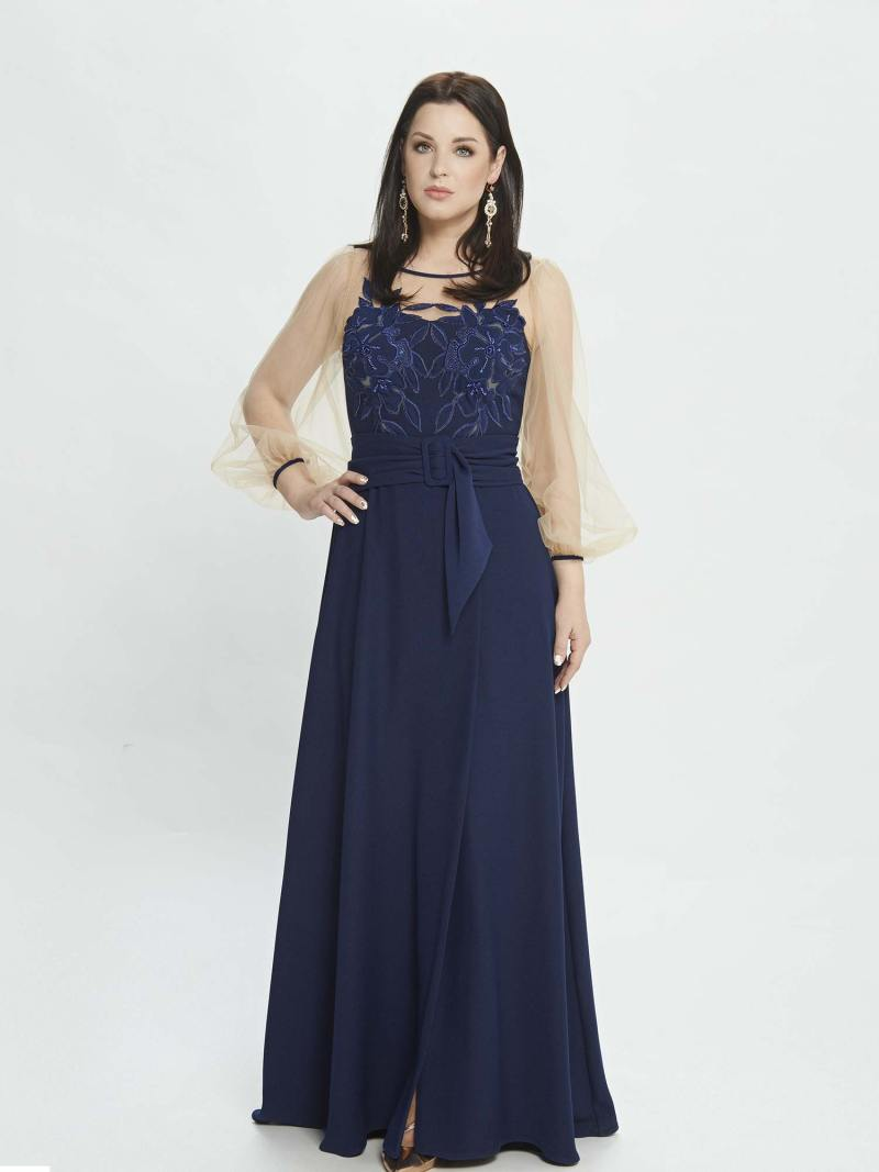 Maxi dress with bishop sleeves and belt at waist