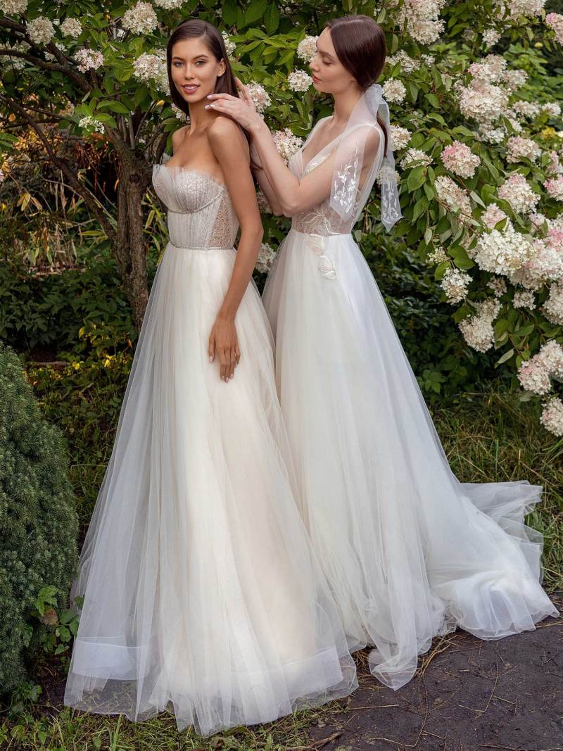 13010-13018-2-unique-wedding-dress-in-Toronto
