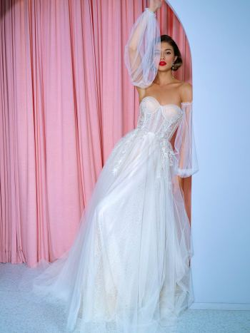 A-line wedding dress with detachable puff sleeves