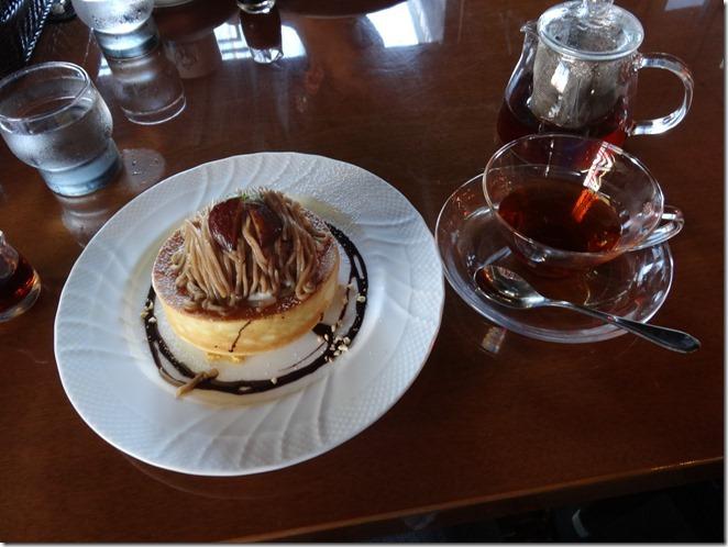 星乃珈琲店の栗のスフレパンケーキと紅茶