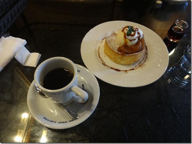 星乃珈琲店のスフレパンケーキとコーヒー