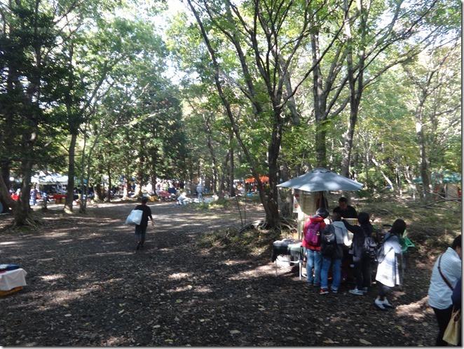 森の露天市会場