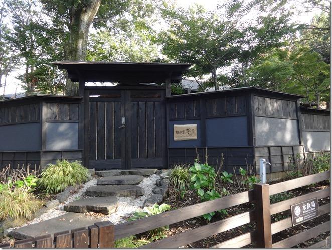伊豆の愛犬と泊まれるホテルウブドの森の離れ家響月に繋がる門