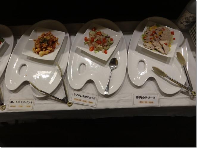 鶏とトマトのペンネと牛アキレス腱のサラダと豚肉のテリーヌ