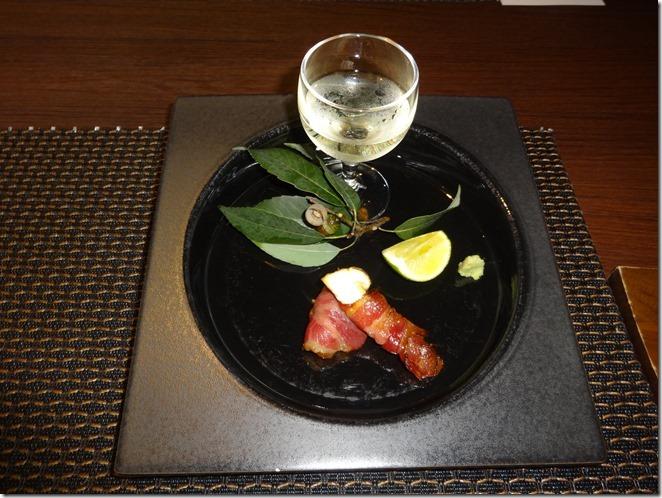 松茸と天城産猪のベーコン本山葵スダチ添え