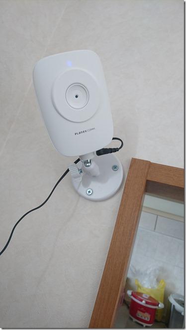 スマホ対応ネットワーク監視カメラPLANEXCS-QR10を壁に設置した状態