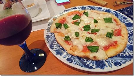 北軽井沢のペットと泊まれる宿花闊歩の夕食フレッシュトマトとバジルのマルゲリータ