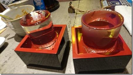 神奈川のドッグカフェソッリーゾの姉妹店居酒屋神結のなみなみと注がれた日本酒