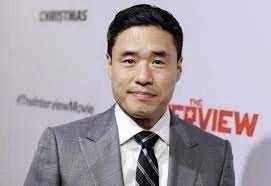 Randall Park, o Agente Woo, vai dirigir uma adaptação!