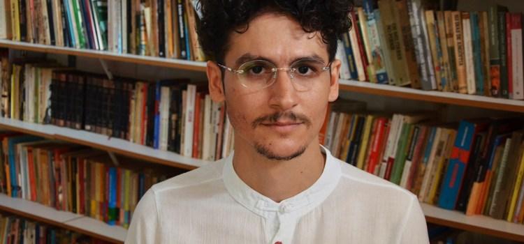Poeta potiguar lança livro com 44 haikais