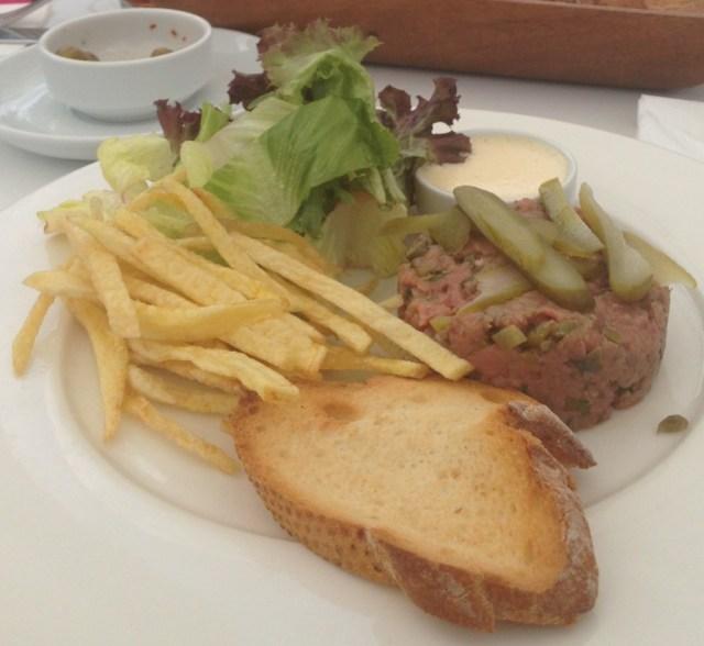 Steak Tartare de entrada com molho Aioli