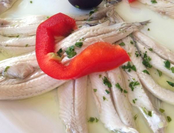 Boquerones (mini peixinho branco)