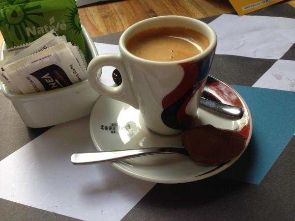 Café orgânico, delicioso, acompanhado de ganache de chocolate zero
