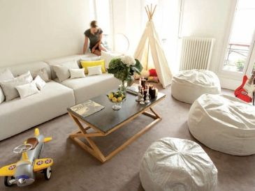 Cool Family Friendly Living Rooms Design Ideas 30