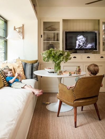 Cool Family Friendly Living Rooms Design Ideas 31