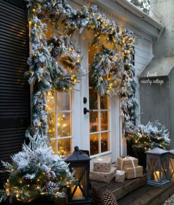 Amazing Christmas Porch Ornament And Decorations 37