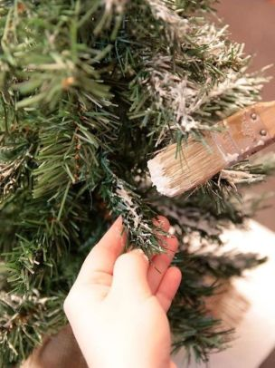 Creative Fake Snow Ideas For Chirstmas Decorations 38