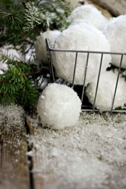Creative Fake Snow Ideas For Chirstmas Decorations 87