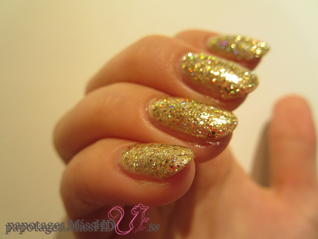 Ongles en or.