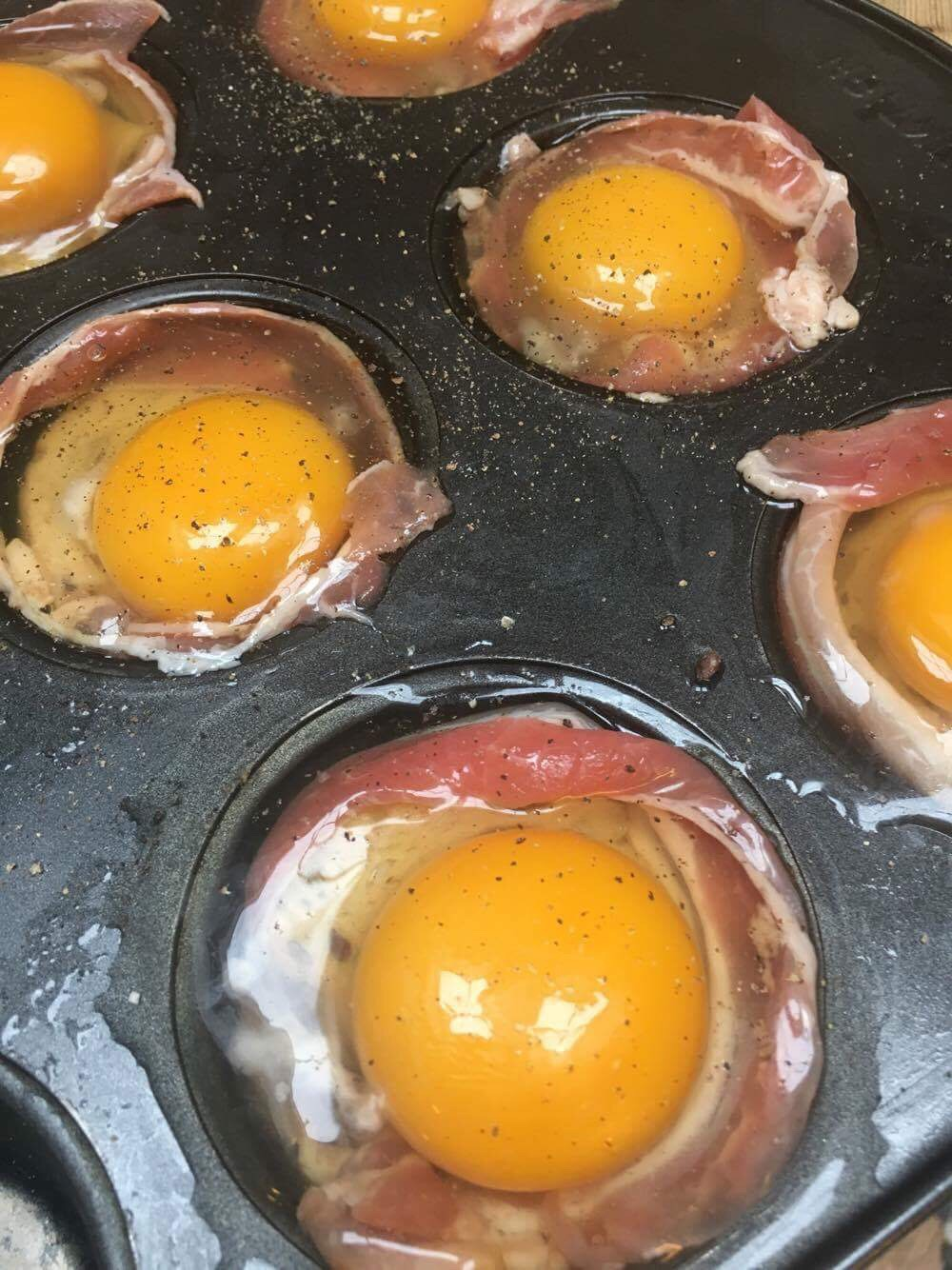 egg-og bacon muffins