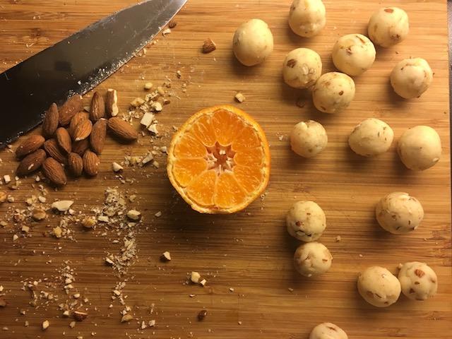 glutenfrie marsipankuler med en smak av jul
