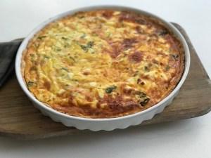 Glutenfri pai med spinat, vårløk og feta