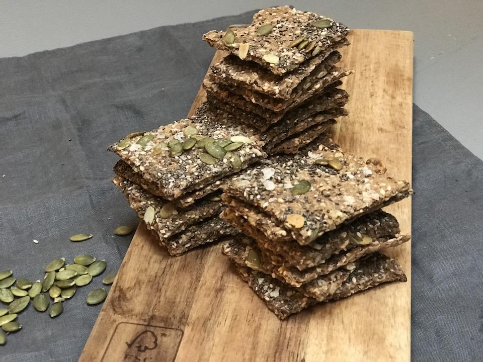 Glutenfrie knekkebrød med frø og kjerner