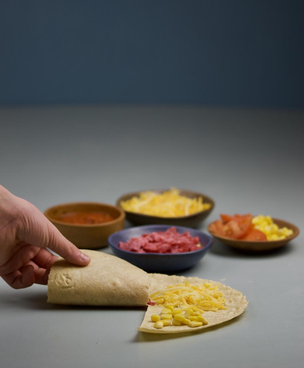 Glutenfri quesadilla med ost og salami