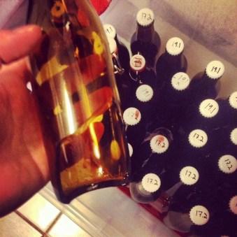 Dagen etter at jeg flasket sprakk en av flaskene i bunnen, noen som ikke har skjedd meg før. Jeg setter alltid ølet i en plastkasse når jeg karbonerer, og bra var det. Jeg håper det bare var en flaske med en strukturell svakhet, men det vil tiden vise.