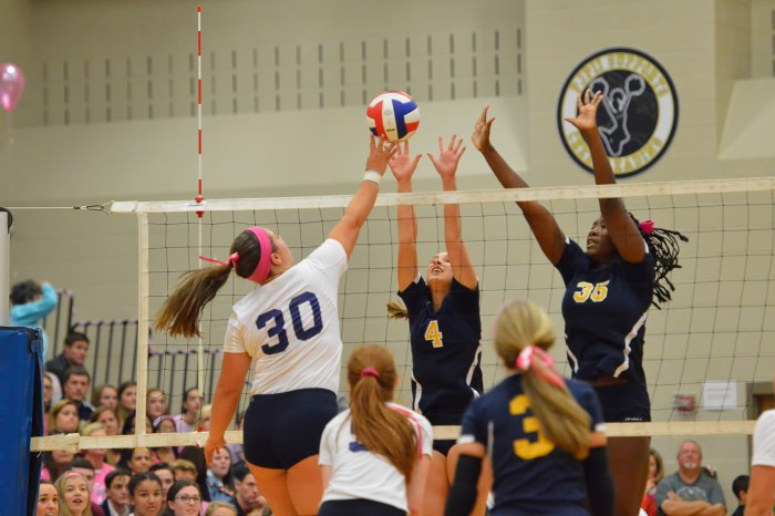 PHOTOS: Pope John Paul II vs. Merion Mercy in Dig Pink event