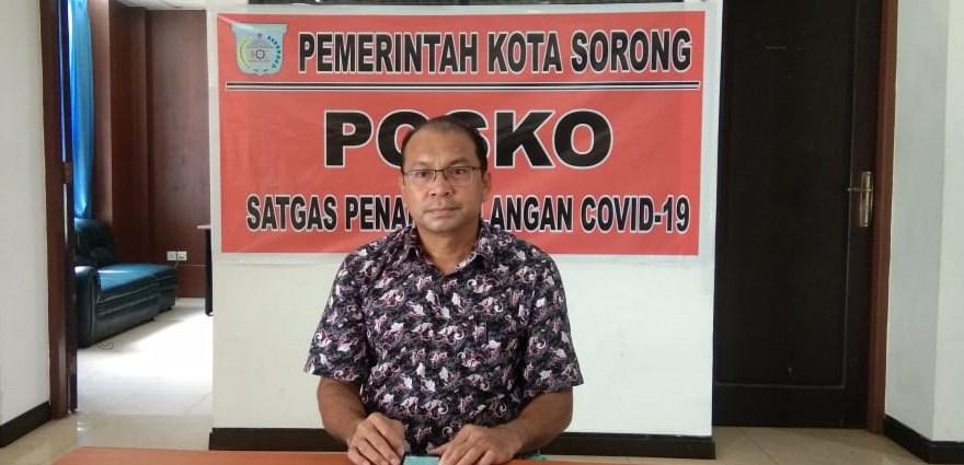 Jubir Satgad Covid-19 Kota Sorong, saat berikan keterangan di posko satgas, Senin (30/3).PbP/JEF