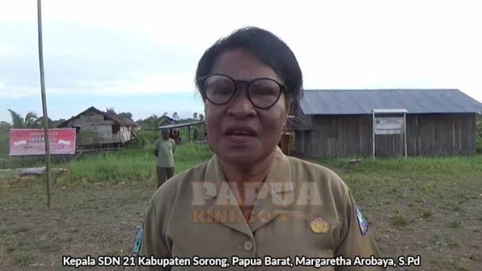 Kepala SDN 21 Kabupaten Sorong, Margaretha Arobaya, S.Pd.