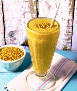 Read more about the article Is Bee Pollen Good For You? & What Is Bee Pollen?