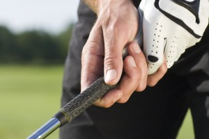 How to Grip a Golf Club: 5 Handy Tips