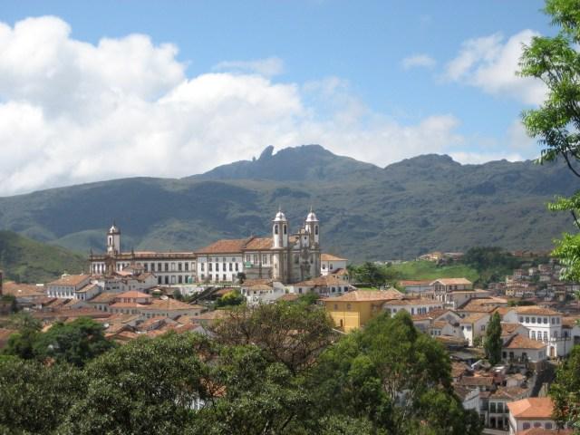 Panorama der Goldgräberstadt Ouro Preto in Brasilien