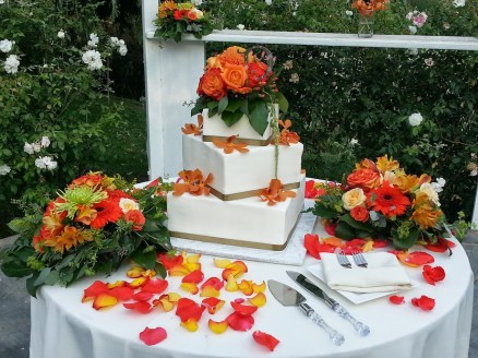 How can you not love this cake table?