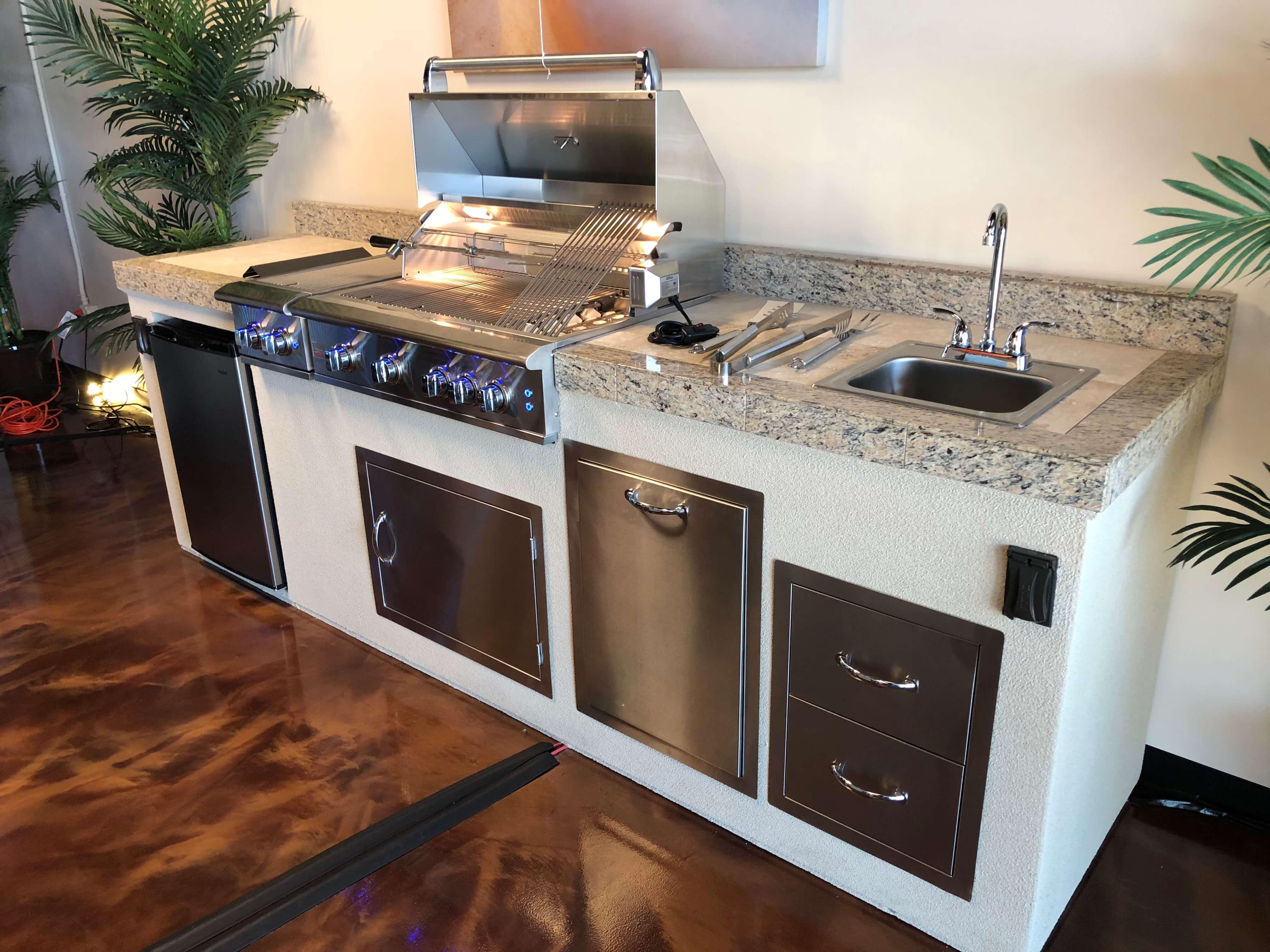 outdoor kitchens pictures backsplash tile ideas for kitchen paradise grills direct windermere showroom new
