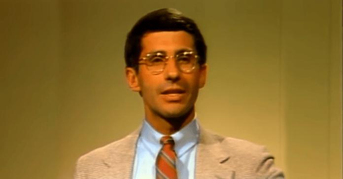 Zdjęcie z 1984 r. Anthony'ego Fauci, dyrektora Narodowego Instytutu Chorób Zakaźnych i Alergii, przedstawia badania, ustalenia i pytania związane z AIDS. Źródło: (Narodowa Biblioteka Medyczna/YouTube)