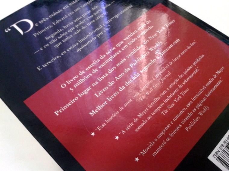 (7) exemplo de quarta capa com quotes de críticos e quote de personagem. Crepúsculo de Stephenie Meyer.